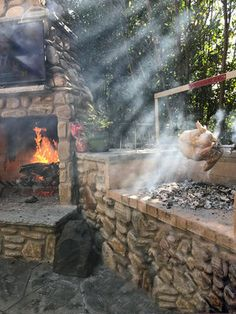 Gotta love this outdoor setup with the rotisserie spinning its magic on the Gaucho Grills insert. Cool weather, fireplace going, put the… Clean Grill, How To Grill Steak, Brick Grill, Outdoor Grill Station, Grill Plate, Stainless Steel Grill, Backyard Kitchen, Fireplace Wall, Gaucho