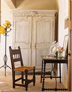 Se você gosta do estilo provençal, ou, do agora muito na moda, Shabby, com certeza poderá economizar muito, redecorando seus móveis e aprendendo a aplicar você mesmo a técnica da pátina provençal, dando aquele ar envelhecido e romântico aos seus pertences