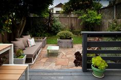 This is pretty much the relaxed, livable vibe I'd like to get in the side/back yard.