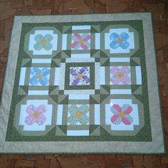 květinový quilt z evi klubu Quilts, Blanket, Quilt Sets, Blankets, Log Cabin Quilts, Cover, Comforters, Quilting, Quilt