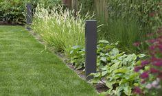De vierkante vlakken passen het klassieke karakter van de tuin. Planting Plan, My Design, How To Plan, Plants, Plant, Planets