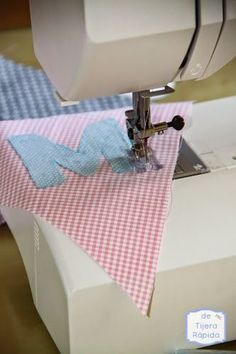 How to Achieve Ideal Sewing Machine Thread Tension Sewing Hacks, Sewing Projects, Sewing Machine Basics, Diy Embroidery Shirt, Broderie Simple, Fabric Bunting, Sewing Aprons, Sewing Class, Learn To Crochet