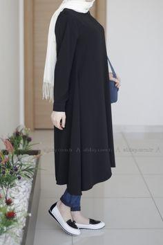 ALLDAY SİYAH TUNİK - 019-2396 modelini incelemek için lütfen sayfamızı ziyaret ediniz. Modest Fashion Hijab, Stylish Hijab, Hijab Casual, Hijab Chic, Abaya Fashion, Muslim Fashion, Fashion Dresses, Hijab Dress, Hijab Outfit