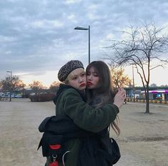 CUTE GIRLS Korean Couple, Korean Girl, Asian Girl, Bff Pictures, Best Friend Pictures, Ulzzang Couple, Ulzzang Girl, Korean Beauty Standards, Korean Best Friends