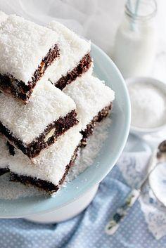 Illéskrisz Konyhája: ~ KEKSZES KÓKUSZOS KOCKA ~ No Salt Recipes, Sweet Recipes, Cookie Recipes, Dessert Recipes, Different Cakes, Hungarian Recipes, Tasty Bites, Winter Food, Coffee Cake