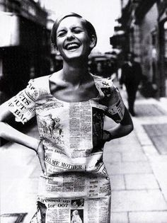 Twiggy - newspaper dress: black and white and red all over Newspaper Dress, Newspaper Printing, 1960s Fashion, Look Fashion, Vintage Fashion, Fashion Images, Fashion Trends, Colleen Corby, Ringo Starr