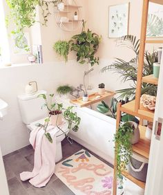 31 Amazing Bohemian Style Bathroom Decor Ideas - Architectural salvage refers to antique materials removed from old buildings and homes that are facing demolition. With the interest in recycled produ. Bohemian Bathroom, Bohemian Decor, Bohemian Style, Deco Boheme Chic, Bad Styling, Chic Bathrooms, Bathroom Styling, Small Bathroom, Bathroom Ideas
