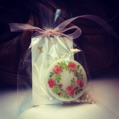 You are looking for a sweet little gift for your wedding guests? What about those pretty cookies? By www.yavescakeink.de