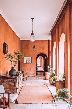 Spanish Style Homes: How to Embrace Iberian Interior Design Mediterranean Style Homes, Spanish Style Homes, Mediterranean Architecture, Spanish Revival, Spanish Colonial, Spanish House Design, Color Terracota, Outdoor Daybed, Outdoor Decor