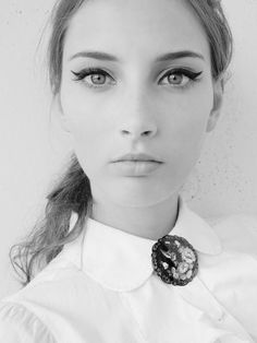 Makeup Tips: Beauty Tips: Cat Eye Winged Eye Difference:  Cat eye has liner top and bottom, winged eye has one line on top.