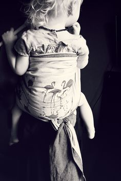 Babywearing beauty Baby Wearing Wrap, Best Baby Carrier, Life Is A Gift, Woven Wrap, Bw Photography, Poor Children, Baby Family, Little People, Beautiful Babies
