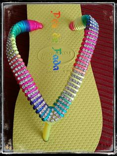 Visite minha loja on line: www. Flip Flops Diy, Flip Flop Art, Bling Flip Flops, Flip Flop Shoes, Crochet Shoes, Crochet Slippers, Camping Crafts, Clothes Crafts, Diy And Crafts