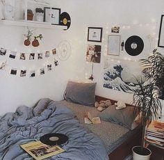Room Inspo The Basics of Aesthetic Room Bedrooms The Basics Of Aesthetic Room Bedr Cute Room Ideas, Cute Room Decor, Wall Ideas, Bedroom Wall Decorations, Doorm Room Ideas, Fairylights Bedroom, Easy Decorations, Dorm Ideas, Dream Rooms