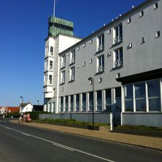Hornbæk Badehotel. Hvor Stig Lommer startede sin virkelige revydirektørkarriere.
