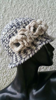 Berretto con fiori Beanie, Hats, Vintage, Fashion, Tricot, Moda, Hat, Fashion Styles, Beanies