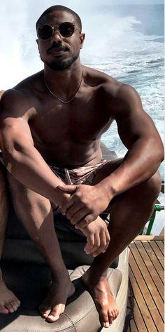michael b jordan barefoot Michael B Jordan Shirtless, Michael Jordan, Actors Male, Black Actors, Male Feet, Barefoot, Jordans, Mens Sunglasses, Mens Fashion