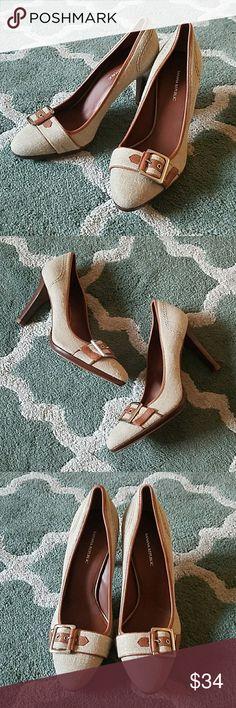 BANANA REPUBLIC Linen Heels Sz 7 Excellent condition! Banana Republic Shoes Heels