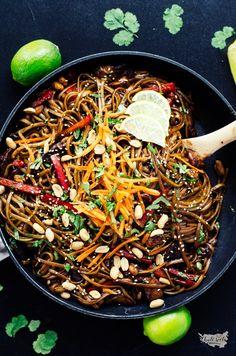 thajské nudle s kuřecím Japchae, Paella, Good Food, Food And Drink, Treats, Cooking, Ethnic Recipes, Vietnam, Asia