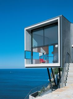 Spectacular Sydney Residence Inspired by Picasso on A Cliff Side by Durbach Block Architects - Architecture Design, Home Design, Interior Design, Decorating Ideas on Best House Design Cantilever Architecture, Houses Architecture, Architecture Design, Residential Architecture, Amazing Architecture, Landscape Architecture, Online Architecture, Installation Architecture, House Landscape