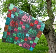 Quilt in the tree at Freemotion by the River