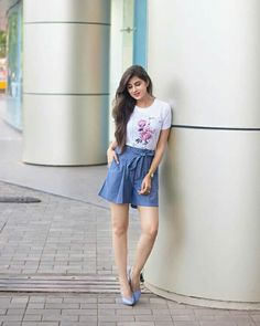 Look Your Best With This Fashion Advice – Top Clothes Boutique Stylish Girls Photos, Stylish Girl Pic, Girl Photo Poses, Girl Poses, Fashion Tips For Women, Fashion Advice, Fashion Ideas, Trendy Outfits, Cute Outfits