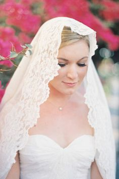 15 GORGEOUS bridal veil ideas to try for your wedding day.