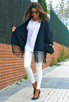 Fashion and Style Blog / Blog de Moda . Post: Fringed Jacket / Chaqueta de flecos.More pictures on/ Más fotos en : http://www.ohmylooks.com/?p=22024 I wear/LLevo: Fringe Jacket/Chaqueta de flecos : Oh My Looks Shop (info@ohmylooks.com) ; Blouse/Blusa : Zara ; Bracelet and pendant / Pulsera y colgante : Chance collection by Coolook y Oh My Looks ; Sunglasses/Gafas de sol : Cole Hann ;  Bag/Bolso : Uterqüe (old) ; Shoes/Zapatos : Zara