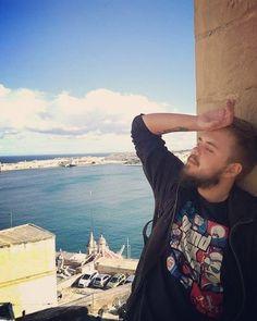 Namaluj mnie jak jedną ze swoich maltańskich dziewczyn. #malta #sea #boats #beauty #holidays #sun #summer #in #winter #beard #moustache #polish #boy #tattoo