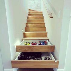 Walk on shoe closet. Ideaal om ruimte te besparen! #Shoecloset