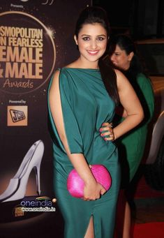 parineeti chopra at cosmopolitan fun fearless awards Bollywood Actress Hot Photos, Beautiful Bollywood Actress, Beautiful Indian Actress, Bollywood Fashion, Beautiful Actresses, Parneeti Chopra, Indian Navel, Indian Beauty Saree, Priyanka Chopra