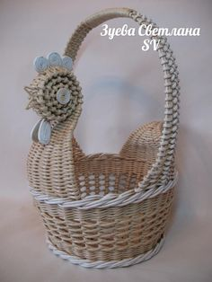 Одноклассники Newspaper Basket, Newspaper Crafts, Paper Basket Weaving, Holiday Crochet Patterns, Nylon Flowers, Weaving Designs, Sewing Baskets, Art N Craft, Baskets On Wall