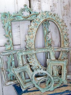 a great Idea to paint different frames using Annie Sloan Chalk Paint™ Decorative Paint. The results are amazing.