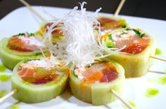 A list of the low carb sushi options available when dining out or making your own Hcg Diet Recipes, No Carb Recipes, Sushi Recipes, Veggie Recipes, High Protein Low Carb, Low Carb Diet, Healthy Snacks, Healthy Eating, Healthy Recipes