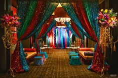 When you think of a Moroccan theme design, you likely have visions of Bedouin tents, exotic images of desert tents and harems similar to an Aladdin type fantasy look. Festa Tema Arabian Nights, Arabian Nights Prom, Arabian Party, Arabian Nights Theme, Moroccan Bedroom, Moroccan Decor, Moroccan Style, Moroccan Theme Party, Indian Party