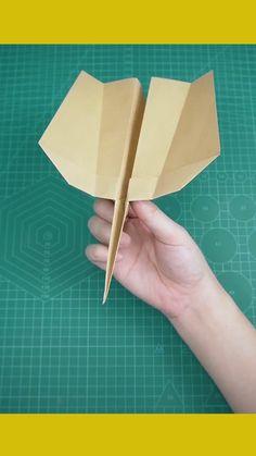 Paper Folding Crafts, Paper Crafts Origami, Paper Crafts For Kids, Diy Paper, Instruções Origami, Origami Plane, Diy Crafts Hacks, Diy Craft Projects, 5 Minute Crafts Videos