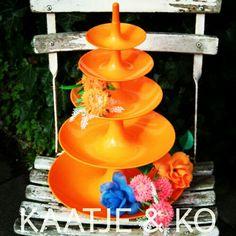 Plastic fantastic!! Geweldig leuke #retro #etagere... check www.kaatje-en-ko.com