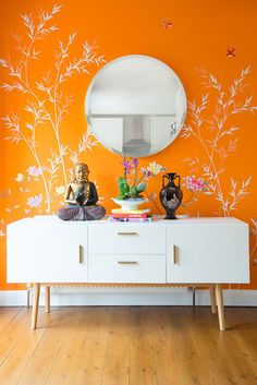 Orange Chinoiserie Family home Projects Diane Hill Hand-Painted Interior Designs Diane Hill - hand painted interiors Orange Bedroom Walls, Orange Rooms, Living Room Orange, Orange Walls, Orange Home Decor, Orange Interior, Orange Tapete, Interior Paint, Interior Decorating