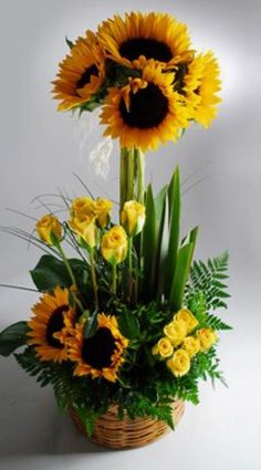 Floral Arrangement - sunflowers and yellow roses Ikebana, Sunflower Arrangements, Modern Flower Arrangements, Deco Floral, Arte Floral, Fleur Design, Corporate Flowers, Church Flowers, Table Flowers