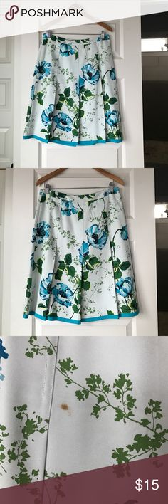 """Banana Republic Floral Skirt Waist measures 15"""" across. Skirt is 23"""" length. Beautiful turquoise background with deeper turquoise, green and Yellow floral design. There are spots on this which I have pictured, occurred in storage and would likely come out with proper cleaning. Price reflects this. Banana Republic Skirts A-Line or Full"""