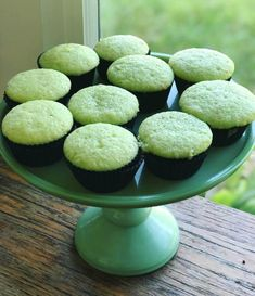 Pistachio White Chocolate Cupcakes - Cake With Breakfast Cake Filling Recipes, Homemade Cake Recipes, Best Cake Recipes, Frosting Recipes, Cupcake Recipes, Cake Flavors, Cake Decorating For Beginners, Cake Decorating Tips, Pistachio Frosting Recipe