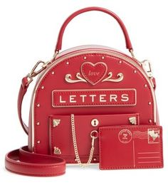 Get the trendiest Cross Body Bag of the season! The Kate Spade Yours Truly Mailbox Red Leather Cross Body Bag is a top 10 member favorite on Tradesy. Save on yours before they are sold out! Novelty Handbags, Novelty Bags, Best Purses, Cute Purses, Cheap Purses, Cheap Bags, Unique Handbags, Purses And Handbags, Luxury Handbags