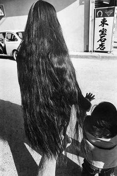 Okinawa, 1976–1980. - (Shomei Tomatsu, 2014)