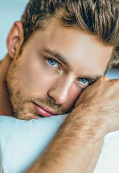 Astonishing blue eyes! Christian Hogue must be one of the most handsome male models nowadays. Gorgeous face and splendid physique are a deadly combination. My, my…