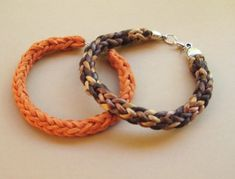 Pulseras tejidas con dos agujas Thread Jewellery, Diy Crafts For Gifts, Braided Leather, Bracelet Patterns, Lana, Hand Knitting, Diy Jewelry, Knots, Knit Crochet
