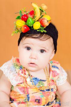 Ensaio fotográfico de acompanhamento Carmen Miranda Bebê, Criança, inspiração Inspiration, baby girl Baby props, tiara Estúdio fotográfico Stephânia de Flório, em Praia Grande/SP