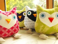 I think Emma would like these! Creative Arts And Crafts, Creative Gifts, Fun Crafts, Crafts For Kids, Sewing Art, Sewing Crafts, Craft Projects, Sewing Projects, Cute Owl