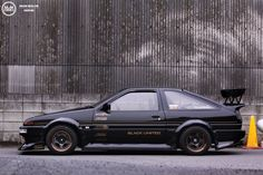 Gorgeous black & yellow AE86 livery Toyota Corolla, Corolla Ae86, Classic Japanese Cars, Japanese Sports Cars, Toyota Cars, Toyota Supra, Honda Civic, Honda S2000, Corolla Levin