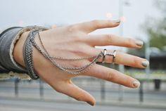 Hand jewelry