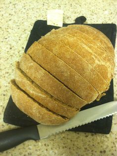 Everyday Vegan Bread Hi and welcome back to Ria Lives Well! This weekend just felt like a bread baking weekend. Let me preface by saying I'm terrible at making bread. Like, unbelievably bad. Foods With Iodine, Low Iodine Diet, Vegan Baking, Bread Baking, Strawberry Chia Jam, Vegetarian Recipes, Cooking Recipes, Vegan Bread, Easy Bread