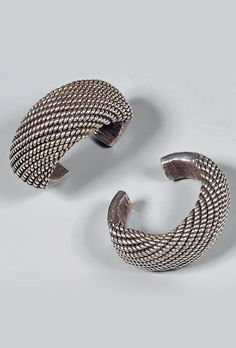 Golden Triangle | Pair of heavy silver bracelets from Thailand (Akha people), Laos or Myanmar (Burma). Ø 7.5 cm, 580 grs | Est. 3'000 - 3'500€ ~ (Dec '14)